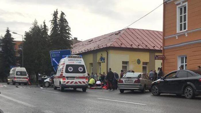 Hatalmas sebességgel ütközött a Volkswagen és az Audi, egy kilencéves fiú meghalt
