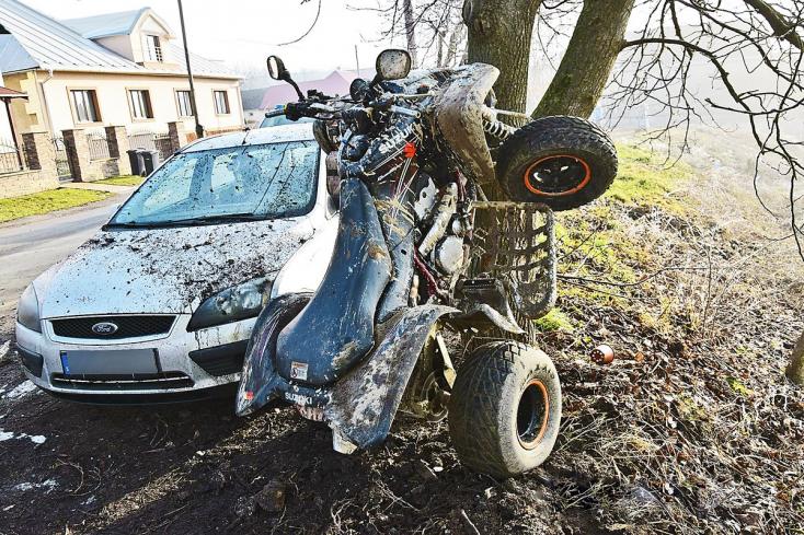 Súlyos baleset: quaddal rohant neki a fának egy 20 éves fiatal