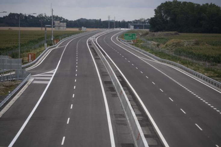 Forgalommal szemben hajtott le a gyorsforgalmi útról a 63-asra egy teherautó