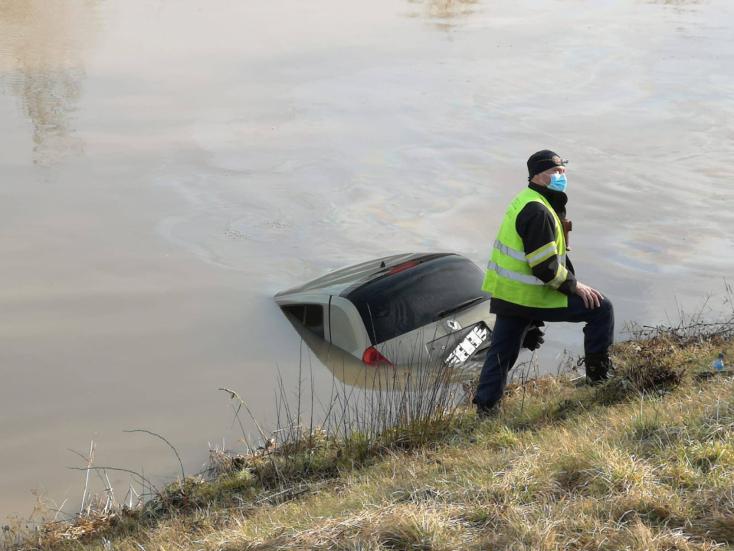 TRAGÉDIA: Kiemeltek egy Renault Cliót a folyóból, benne egy holttesttel