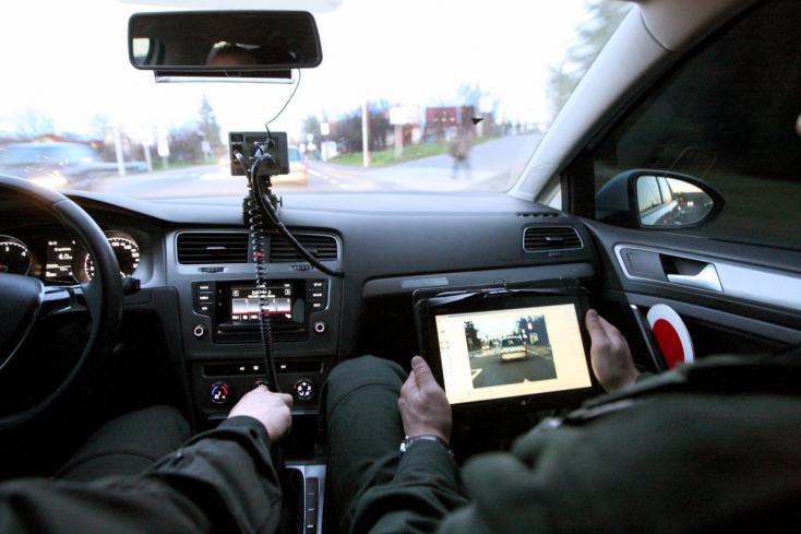 Keresik az autós üldözés szemtanúit, mely során a rendőrök lelőttek egy kamaszt