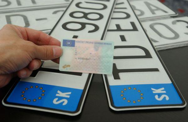 Jó hír a sofőröknek: egyszerűbb lesz az autók átíratása és bejelentése