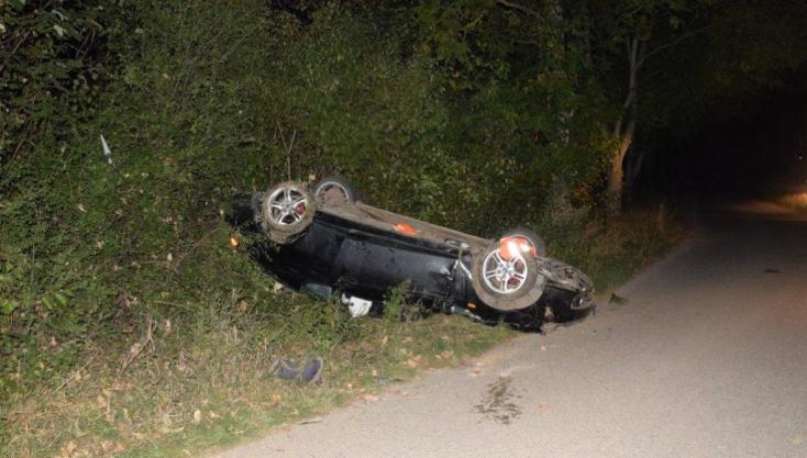 Felborult egy Škoda Vásárút és Nádszeg közt
