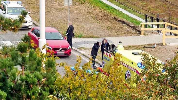 GÁZOLÁS: Iskolába igyekvő diáklányt ütött el egy autó a zebrán