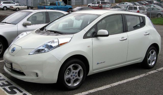Bemutatta a Leaf elektromos autó új modelljét a Nissan