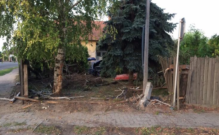 HORROR: Átszakította a kerítést, letarolta az udvart egy Passat Dunaszerdahelyen!