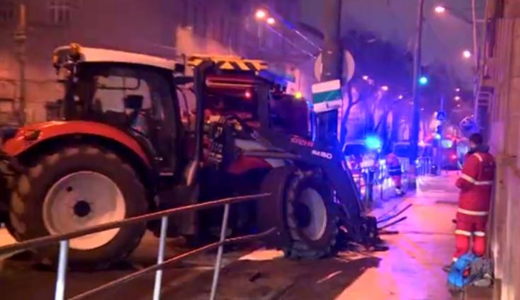 """""""Száguldó"""" traktor rohant neki egy villanyoszlopnak Pozsonyban!"""
