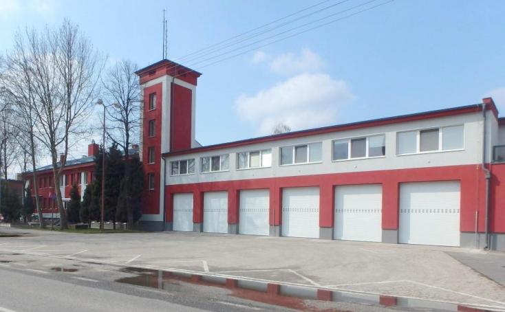 BALESET: Árokba borult személygépkocsihoz riasztották a dunaszerdahelyi tűzoltókat