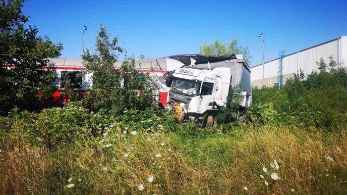 BALESET: Kamiont zúzott szét a gyorsvonat!