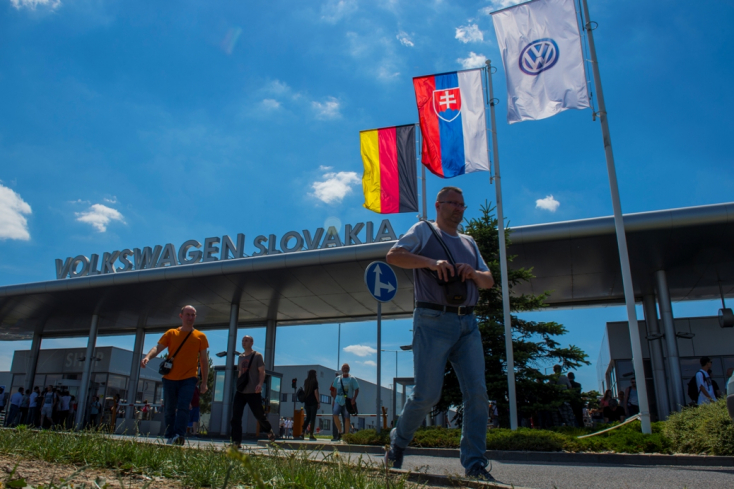 Korlátlan idejű sztrájkba kezdenek a szlovákiai Volkswagen dolgozói!