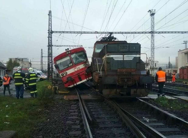A kassai állomáson összeütközött egy személyvonat és egy mozdony