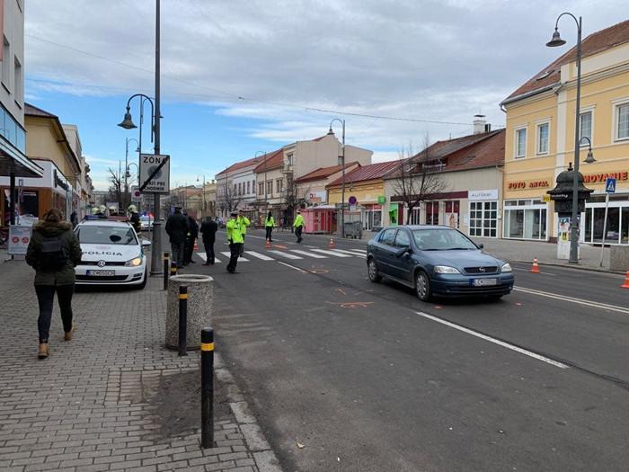 BALESET: Szolgálaton kívüli rendőr gázolt el két nőt a zebrán