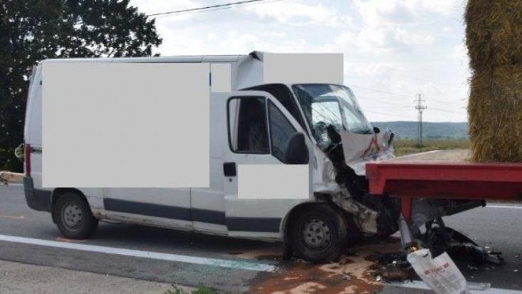 Teherautónak hajtott a furgon, 66 éves férfi vesztette életét